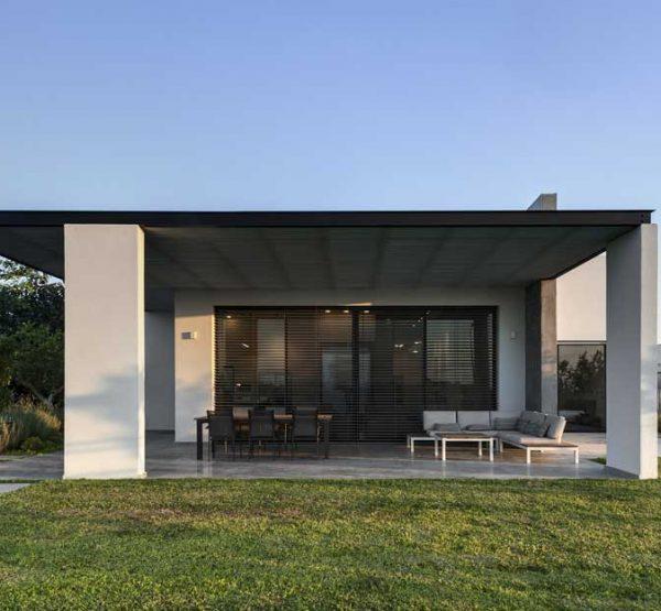 """גני הדר, 690 מ""""ר, אדריכלות: ניצן הורוביץ, צילום: עודד סמדר"""